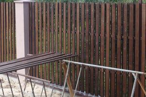 Как правильно и красиво покрасить забор