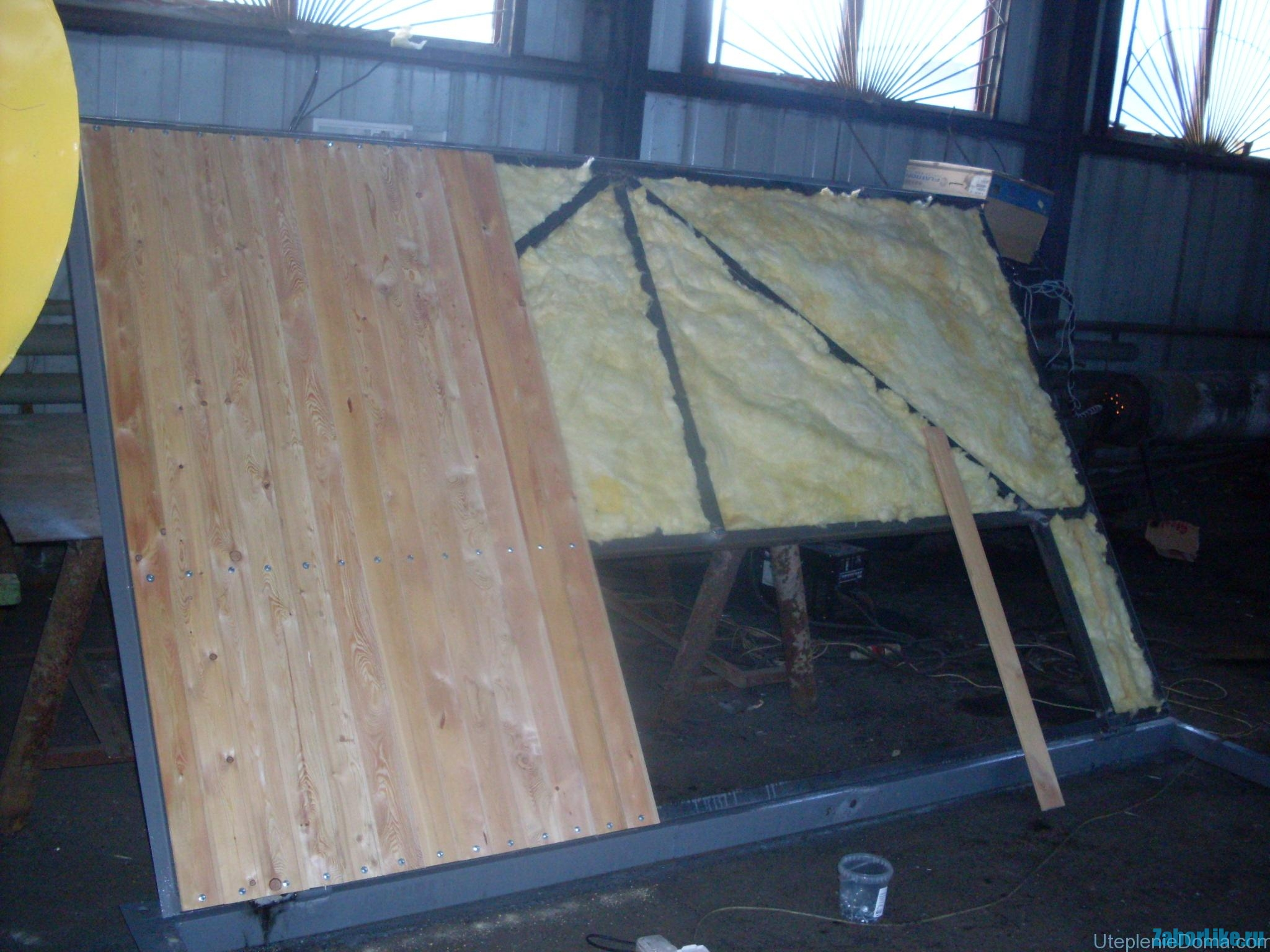 Uteplenie-garazhnyh-vorot-mineralnoj-vatoj