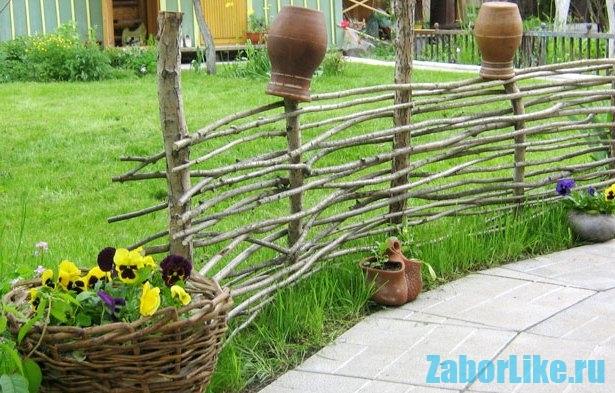 забор-плетеный-для-дачи-2